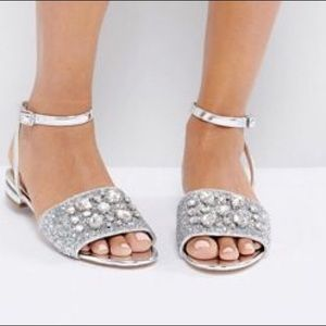 Shoes - NWT SILVER EMBELLISHED FLATS 10M